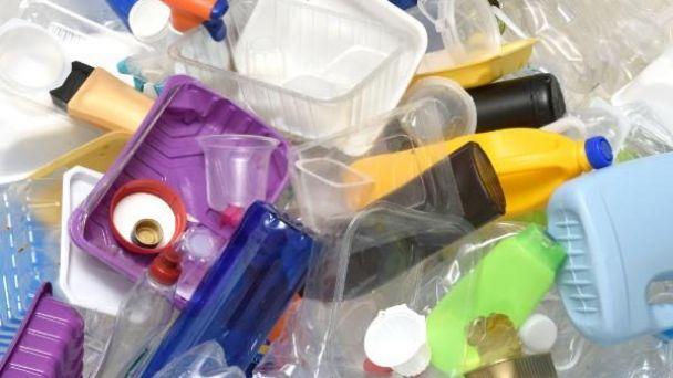 Zber zmiešaných plastov a PET fliaš